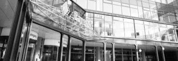 Die Bayerische Landesbank ist eine Anstalt des öffentlichen Rechts mit Sitz in München. Als Landesbank ist sie die Hausbank des Freistaates Bayern und Spitzeninstitut für die bayerischen Sparkassen. Mit Ausnahme der Führung von Spareinlagen betreibt das Institut als Universalbank alle Arten von Bankgeschäften