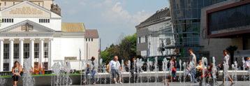 Duisburg ist eine kreisfreie Großstadt, die an der Mündung der Ruhr in den Rhein liegt. Die Stadt ist Teil der Metropolregion Rhein-Ruhr mit insgesamt rund zehn Millionen Einwohnern und gehört sowohl der Region Niederrhein als auch dem Ruhrgebiet an.